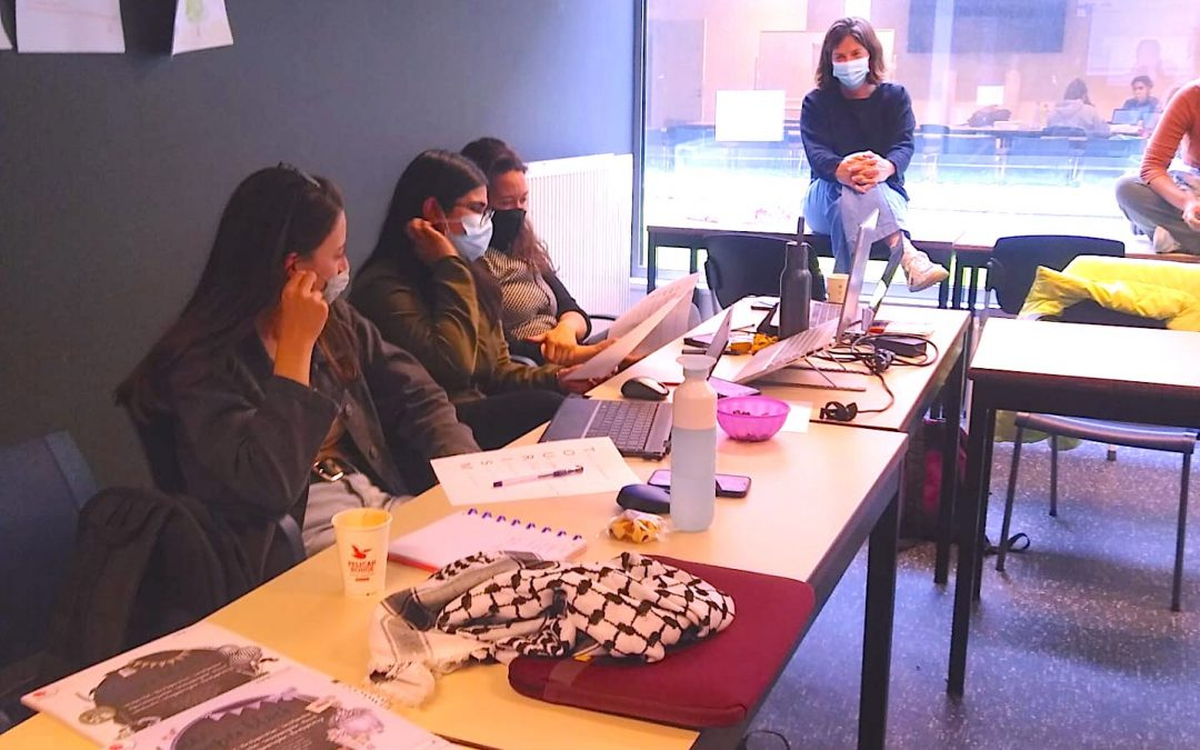 Students presenting their acrostics -CES Team 2021© SUSDEV